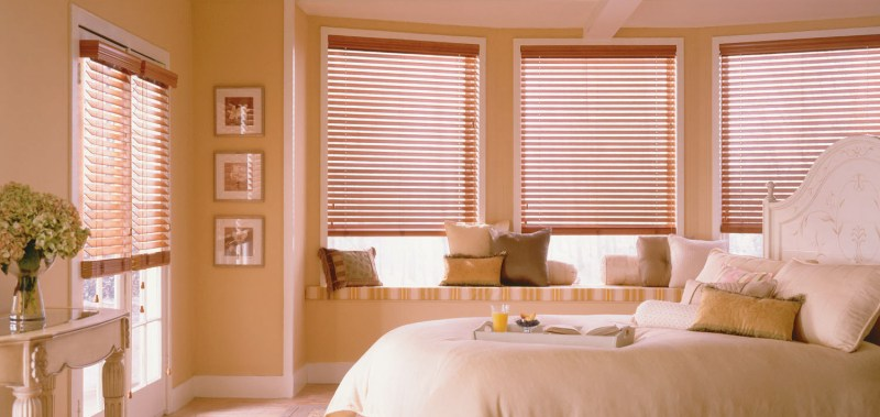 These 2 Inch Alloy Wood Blinds look great as glass door window coverings.