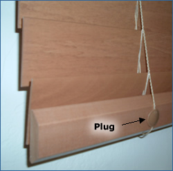 Bottom rail plugs on horizontal blinds